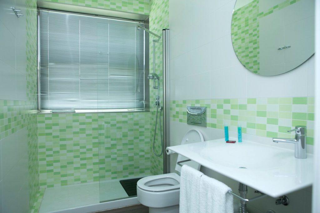 baño airbnb tren