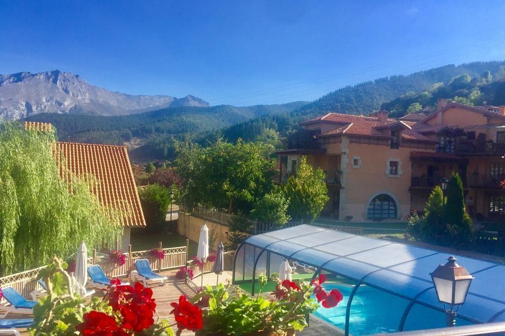 alojamiento en Cantabria con piscina cubierta climatizada spa
