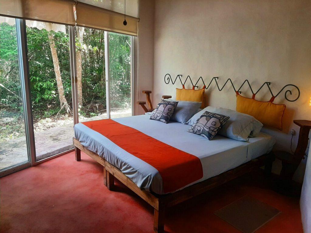 alojamiento airbnb puerto morelos con cenote