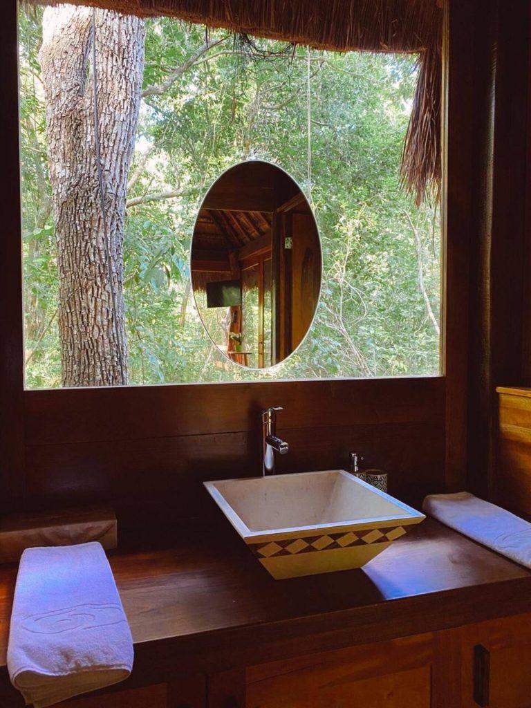 baño en medio de la jungla airbnb